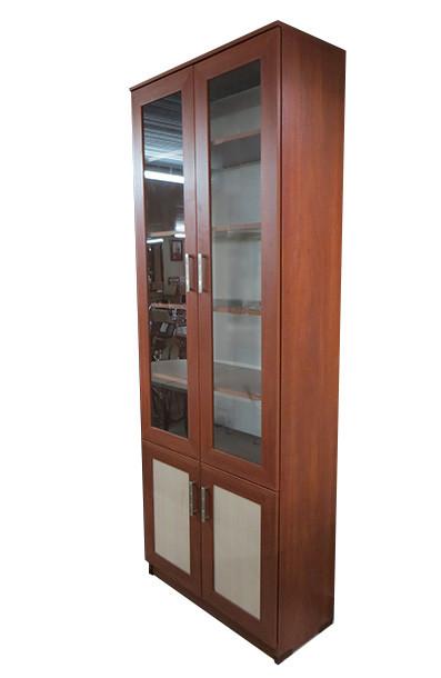 Книжный шкаф с дверцами